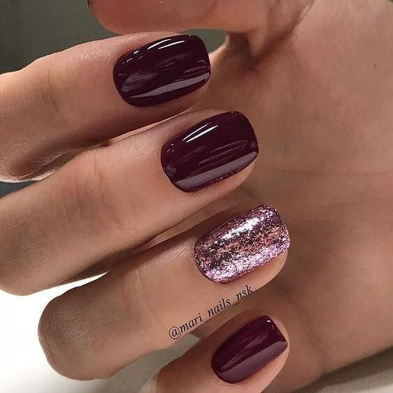 Burgundy and glitter nail art design #nails #naildesigns