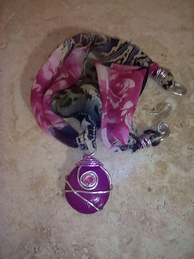 Collana Myrtle'N'Roses - tessuto leggero stampato a rose , filo argento e pietra naturale dipinta. Tutto lavorato artigianalmente. Pezzo Unico