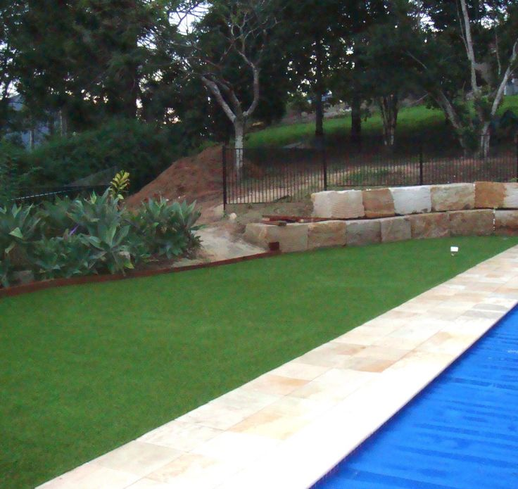 Artificial turf. See our portfolio of work that we have done for artificial lawns, natural turf, playgrounds, and putting greens. Get a perfect lawn all year round today.