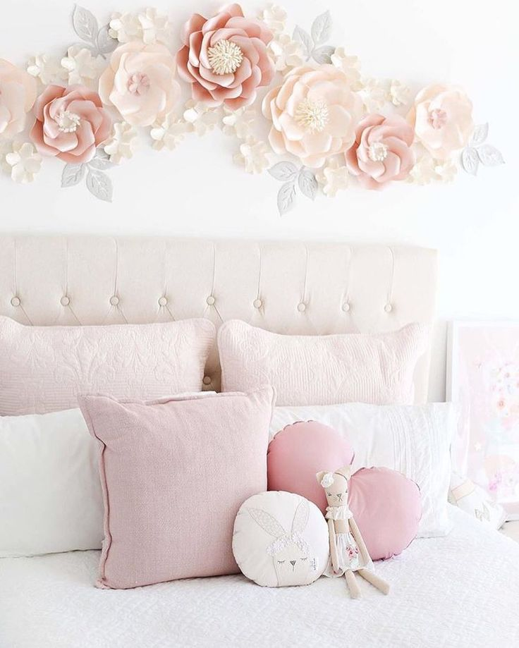 😱 How beautiful is this capture featuring my new bunny cushion and a sweet Winnie doll 😍 @missmia_and_me you can do no wrong!! Have a great Sunday peeps xxx