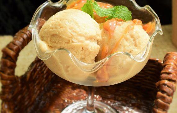 Înghețată de banane și caramel