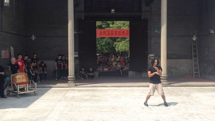 ASOCIACION DE WING CHUN WONG SHUN LEUNG SPAIN. Forma Biu Jee realizada en el templo de los ancestros de Chan wah Shun. Sun Tak. Foshan, China. 2015