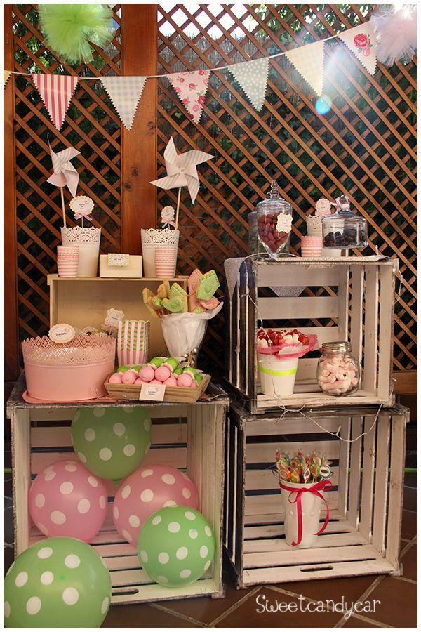 Mesa dulce montada sobre cajas vintage mesas dulces for Adornos de madera para jardin