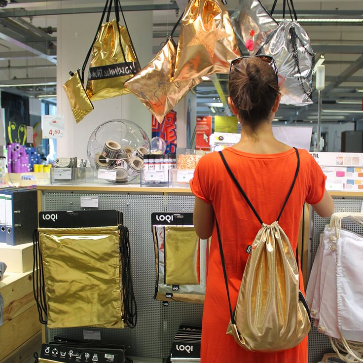 LOQI at the fabulous Modulor store in Berlin #Sparkling #shiny #silver #radiant #magic #metallic #gold #rosegold #superpower #collection #backpack #fancy #fashion #zaino #sacados #shopping #rucksack #turnbeutel #ontourwithloqi #fromwhereistand #instatravel #design #luggage #ontheroad #zippocket #mochila