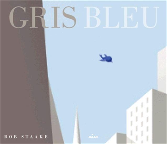 A New York, un petit garçon triste et solitaire dont les camarades se moquent, rentre chez lui le soir après l'école quand un petit oiseau bleu fait irruption dans sa vie et commence à le suivre. Ils parcourent ensemble les rues de la ville et petit à petit, le jeune garçon retrouve le sourire et prend confiance en lui grâce à son nouvel ami.