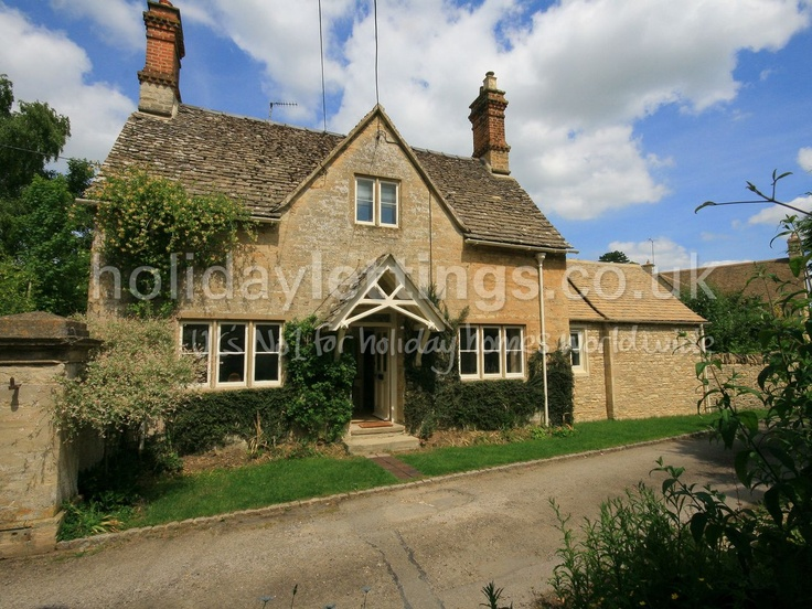 Looks nice but asks for sat changeover 2 bedroom cottage in Cirencester to rent from £497 pw. With phone, TV and DVD.