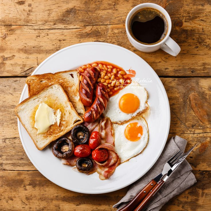 english breakfast - Full English Breakfast with fried eggs, sausages, bacon, beans, toasts, tomatoes and mushrooms
