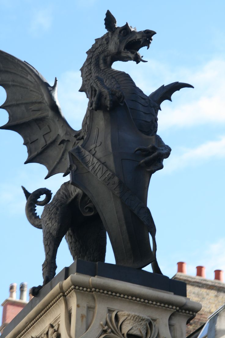 Dragon statue at Temple Bar, marking the boundary between the City of London and Westminster