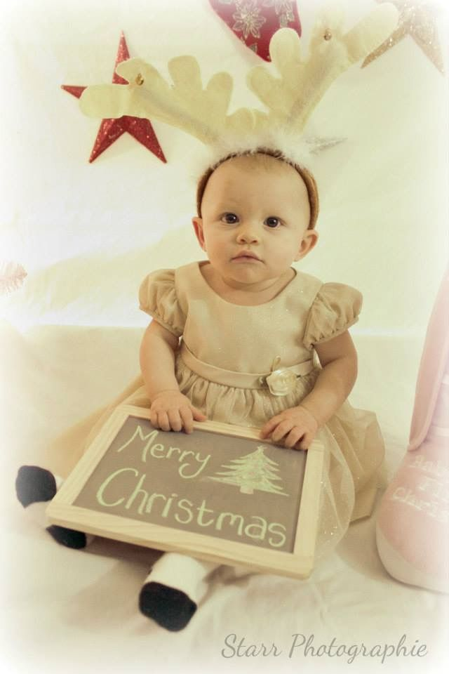 Lacey's first Christmas. Too cute! *Starr Photographie