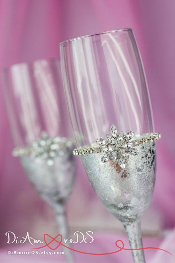 Snowflake champagne flutes winter wedding toasting glasses, silver weding, personalized, bride and groom  flutes, christmas glasses, 2pcs