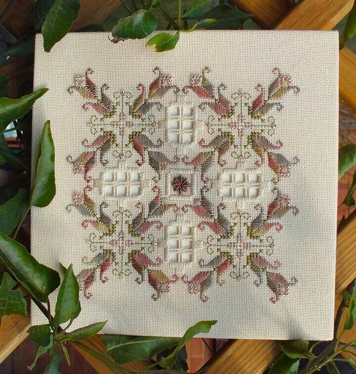 Neşe'nin gözdeleri - a beautiful piece of hardanger and drawn thread