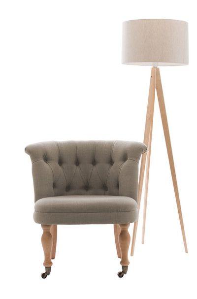 Inspirate din stilul Chesterfield, la limita dintre scaun si fotoliu, Maggie redefineste confortul in interiorul locuintei dumneavoastra. Datorita designului acestea economisec spatiu spre deosebire de un fotoliu, dar pastreza principalele calitatii si confortul resimtit de un fotoliu. #SomProduct #Inspiring #comfort #armchair #design #functional #living #new #innovation