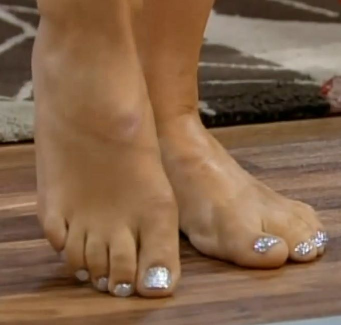 Holly Willoughby's Feet << wikiFeet