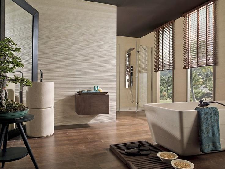 Keramische tegels in combinatie met parket in de badkamer