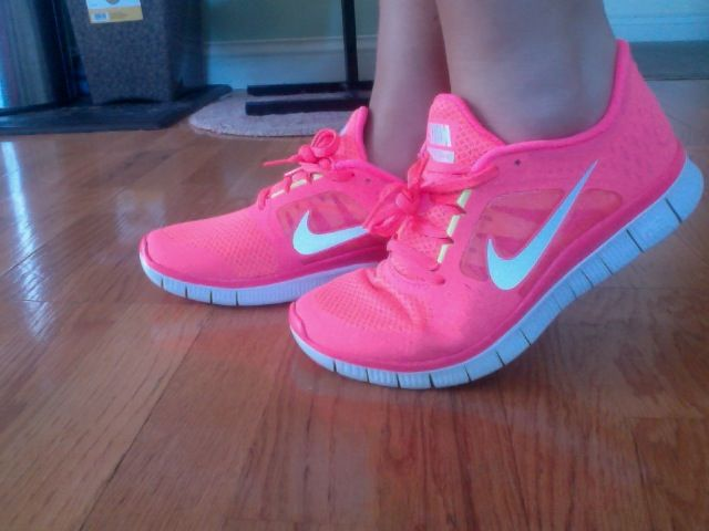 OMG!! These are calling me!!!Workout Songs, Running Music, Pink Nikes, Nike Free Running, Running Playlists, Workout Music, Nike Running, Nike Shoes, Workout Playlists