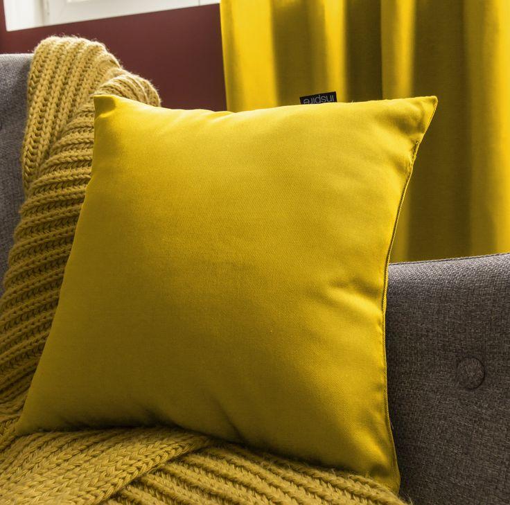 Un coussin carré jaune pour donner de la couleur à votre intérieur ! #jaune #coussin #salon #chambre #ideedeco #madecoamoi #leroymerlin