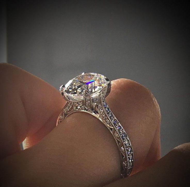Think a classic solitaire is the only no halo engagement ring? Think again!