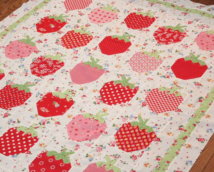 32 best images about strawberries on pinterest for Kitchen quilting ideas