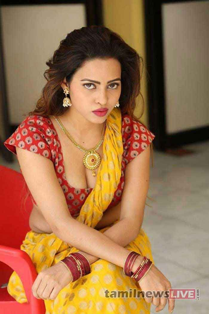 Geetha Shah - Latest Photos in Saree   News   Yellow saree, Saree