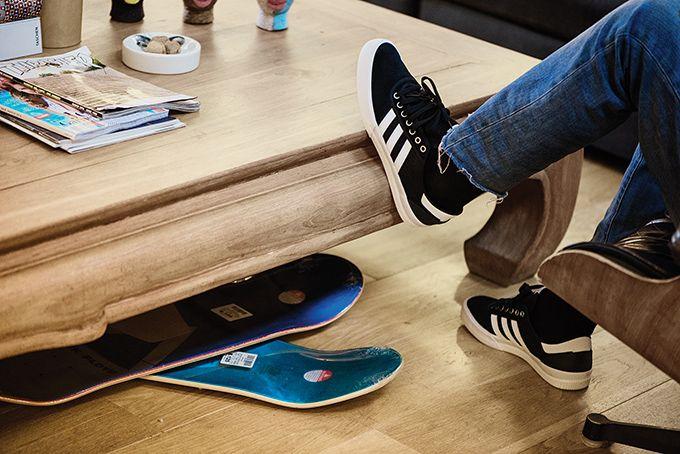 アディダス スケートボーディングのスニーカー「ルーカス プレミア ADV」モノトーンの新色の写真5