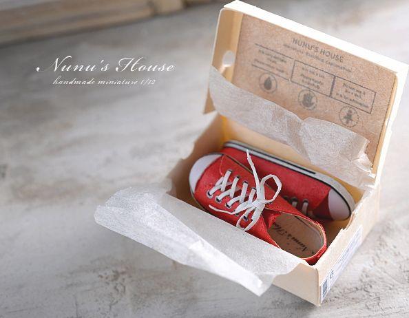 *赤いスニーカーとBOX* - *Nunu's HouseのミニチュアBlog* 1/12サイズのミニチュアの食べ物、雑貨などの制作blogです。