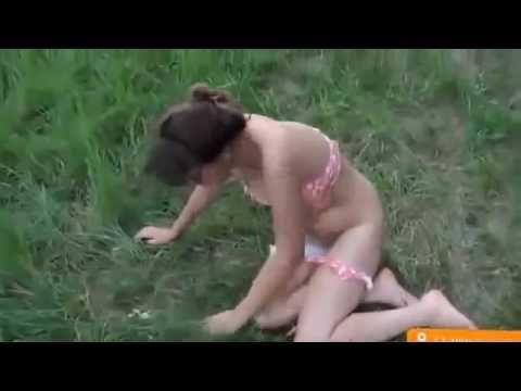 пьяные девушки на природе рыгают обсыкаются...