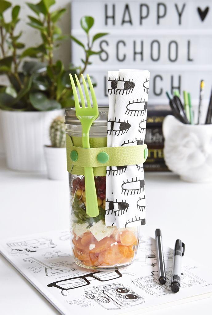Salat im Glas | DIY-Anleitung zum Besteckhalter selbermachen & Rezept für einen Salat aus gerösteten Möhren, Rucola, Kichererbsen und Schafskäse mit Granatapfelkernen und Senf-Vinaigrette im Ball Mason Jar Glas | luziapimpinella.com