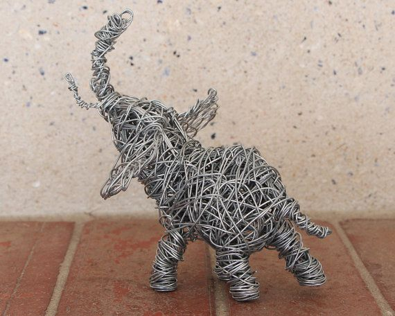 The 25+ best Wire art sculpture ideas on Pinterest   Robin ...
