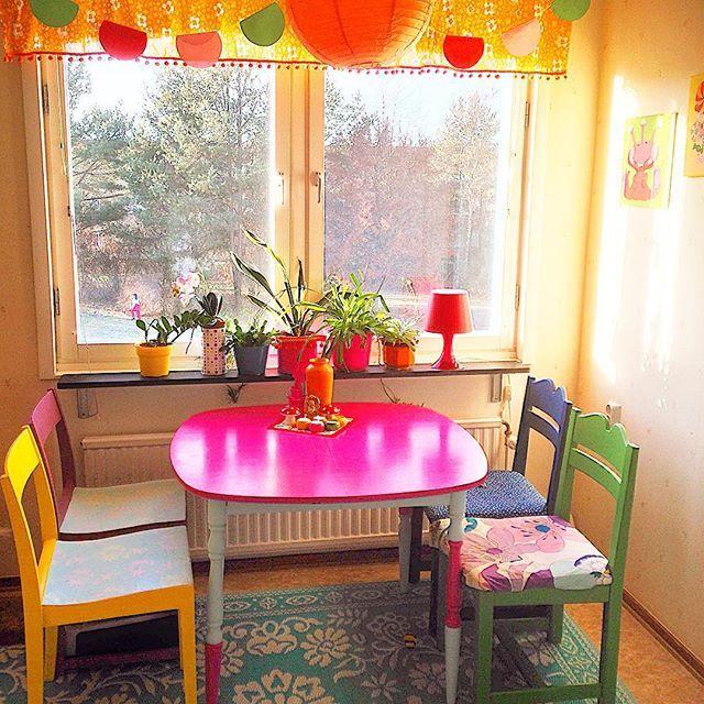 Sunny Sunday.  #colormehappy #colorfullife #happyhome #colorfulkitchen #färgförfan #sunday #sunnysunday