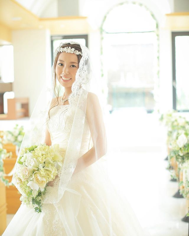 . #weddingtbt . お譲り中なんですが、 #ソロショット すみません💦笑 引きつり笑顔😂 カラードレスの写真ばかりだったので、前撮りの#マリアベール が懐かしくなりました💓 * 当日にベールダウンされる方…前撮りでマリアベールいかがですか🙌💖😚←誰(笑) . そういえば、ウェディングドレスにあまり触れていませんでしたが、#グレースコンチネンタル のものでした✨ #前撮り#結婚式前撮り#ブライダル前撮り#前撮り写真#チャペル#ウェディングドレス#卒花嫁#卒花#marry卒花嫁#プレ花嫁さんと繋がりたい#卒花嫁さんとも繋がりたい#2016秋婚#ウェディングニュース#juno4u#farnyレポ#ウェディングドレス#marryアプリ掲載応募#ハナコレストーリー#wnドレスレポ#ハナコレ#marryxoxo#bride#wedding#weddingphoto