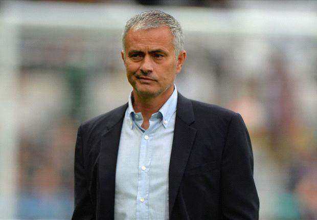 RUMOURS: Senior Man Utd players turn on Van Gaal & want Mourinho in