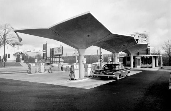 Diamond Gas Station, circa 1950s, location unknown, image (c) Pedro E. Guerrero; courtesy Edward Cella Art+Architecture