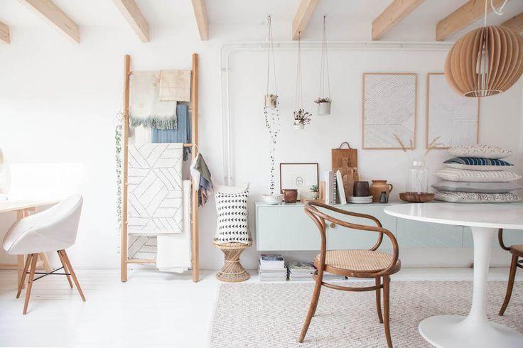 17 Tips For A Beautiful, Organized Office Space - decor8  #decoración #oficinas
