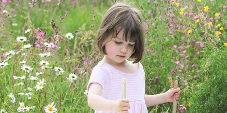 """""""Iris Grace"""", il libro che raccoglie gli straordinari dipinti della bambina di sei anni affetta da autismo"""