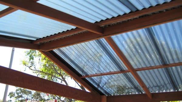 laserlite-roofing-over-merbau-decking_fs.jpg (600×338)