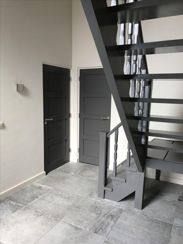 25 beste idee n over witte kozijnen op pinterest boven gang woonkamer verbouwing en - Kleur die past bij de grijze ...