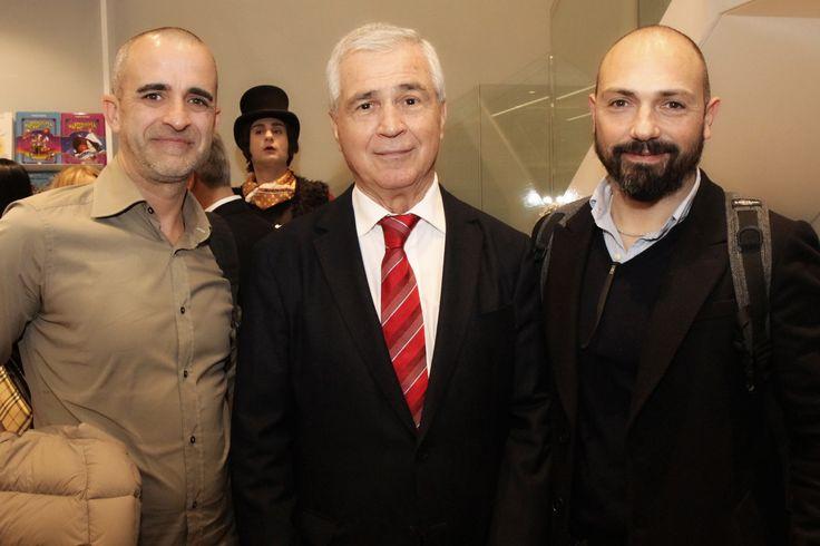 Ο Θάνος Ψυχογιός με τους Ιταλούς αρχιτέκτονες Francesco Casetta και Gianluca Sacilotto που σχεδίασαν το εντυπωσιακό κατάστημα.