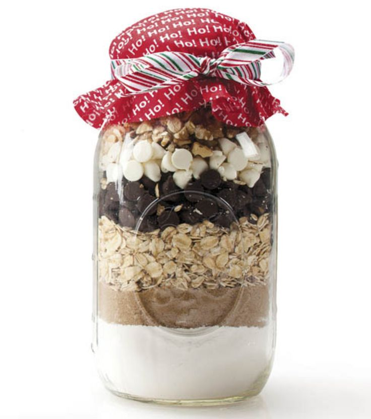 Add your favorite cookie or brownies mix to a @Ball® Canning jar, and add a cute topper! :) #gift #holiday