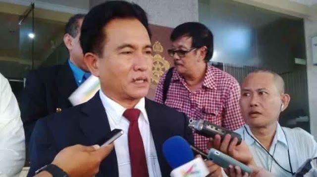 """Berita Islam ! Kata Yusril : MK Berwenang Batalkan Perppu Ormas... Bantu Share ! http://ift.tt/2wykvss Kata Yusril : MK Berwenang Batalkan Perppu Ormas  Sidang uji materi Perppu 2/2017 tentang Organisasi Kemasyarakatan (Ormas) yang diajukan mantan petinggi Hizbut Tahrir Indonesia (HTI) Ismail Yusanto akan kembali digelar Mahkamah Konstitusi (MK) hari ini Senin (7/8). """"Sidang MK menguji Perppu Ormas yang dimohon oleh Ismail Yusanto pengurus HTI (Hizbut Tahrir Indonesia) ketika dibubarkan…"""