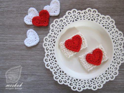 Valentine's day crochet heart. napkin ring  http://meskok.hu/termekek/horgolt/apro-szivek-valentin-napra/#prettyPhoto