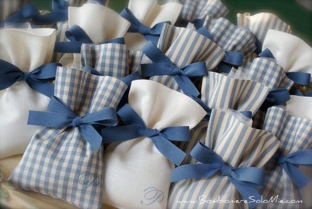 Immagine di http://www.bombonieresolomie.com/photos/Comunione-e-Cresima-Bambino/DSC03047.jpg.