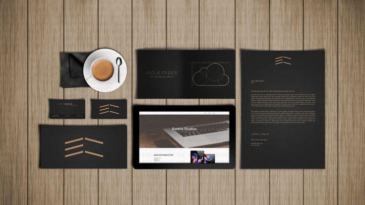 A grafikus tervezőstúdiókban, reklámügynökségeknél, könyvés lapkiadóknál vagy saját vállalkozásban végzi szakmai tevékenységét. Munkája során vezetőtervező mellett a grafikai tervezési folyamatban különböző szakirányú tevékenységeket és kisebb önálló tervezési munkát végez.