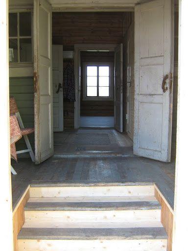 Mun talossa tästä aukeaisi näkymä eteisen läpi olkkariin. Keittiö jommalla kummalla sivulla.