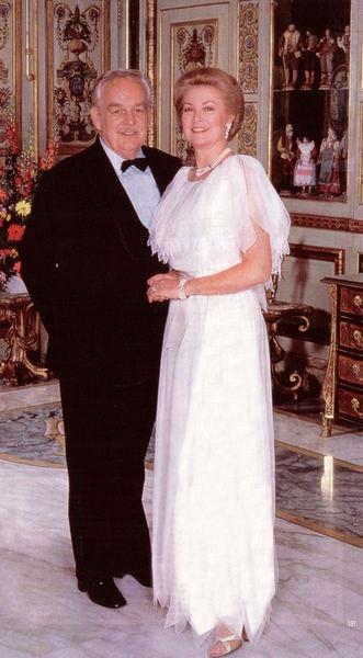 Principessa Grace con il Principe Ranieri in occasione della celebrazione del loro 25 anniversario di matrimonio.