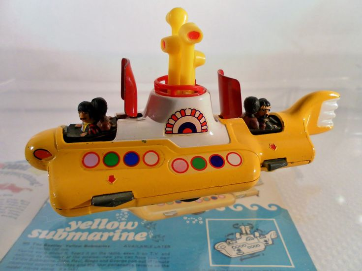 Vintage Original 1969 Corgi Toys Yellow Submarine Diecast. Figures, Hatches, Propeller & Periscope. No. 803