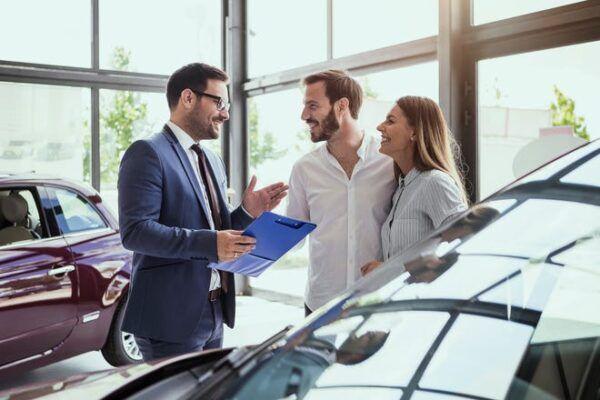 شروط شركة اليسر لتقسيط السيارات المستعمله Old Cars Car Buying Car Salesman