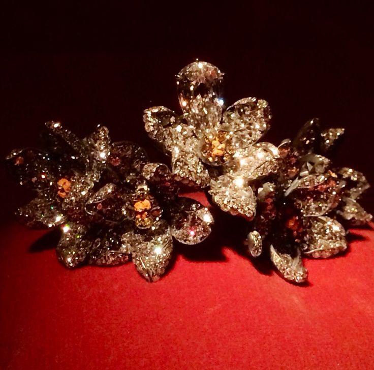 366 - Narcissus bracelet by JAR Paris, 2013 - Diamonds, garnets, platinum, gold
