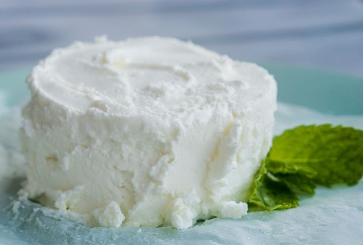 Greek Yogurt Cream Cheese – This 1-ingredient recipe for homemade Greek Yogurt Cream Cheese is SO simple! Straining protein-packed Greek Yogurt makes it a healthy, low-fat indulgence! The sweet & savory variations of this thick, creamy, spreadable cheese are truly endless ♥ | freeyourfork.com
