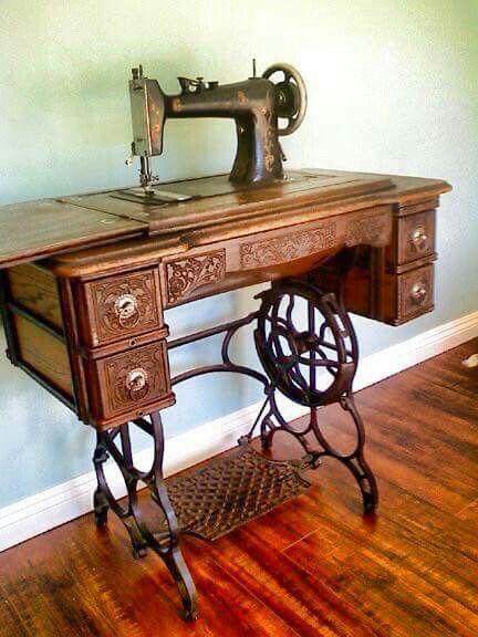 Maquina de coser con pedal