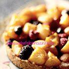 Crostata di mais con albicocche e frutti di bosco